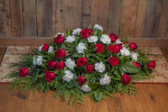Casket-spray-funeral-flowers-port-alberni.jpg
