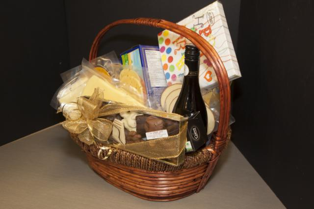 Wine_Cheese_Basket_Port_Alberni.jpg